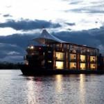 Navegar por el río Amazonas a bordo de un crucero.